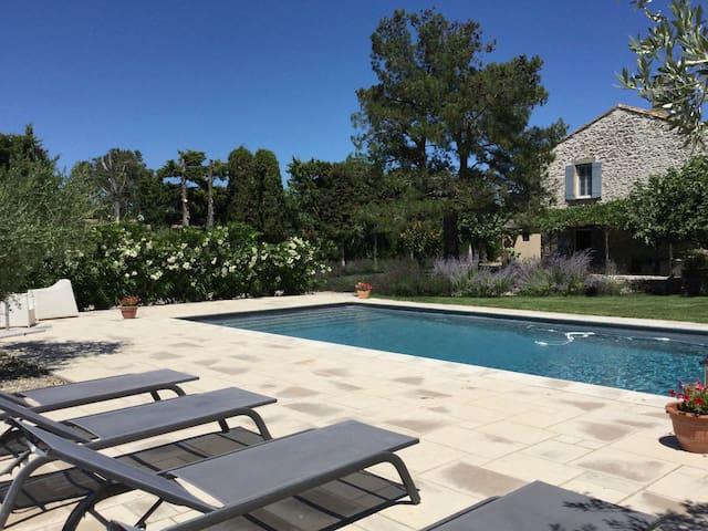 Superbe mas de prestige avec piscine en campagne de Caumont sur Durance, proche d'Avignon, 8 couchages