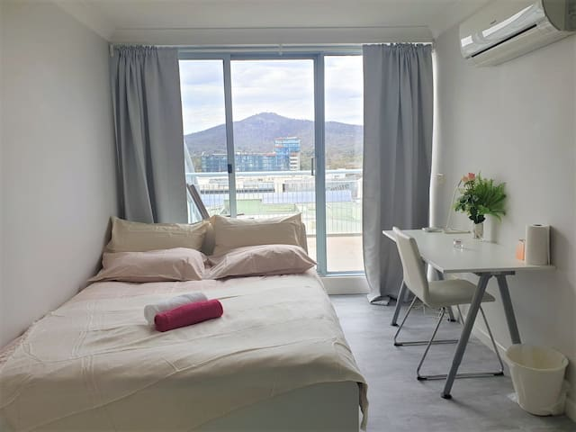 Large Ensuite Room in the Centre of Canberra