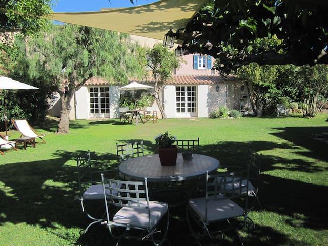 UN BASTIDON dans un jardin à SAINT-TROPEZ - Saint-Tropez - Casa