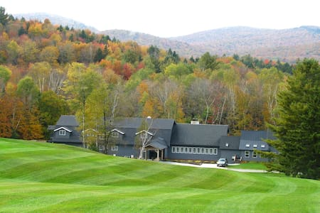 37 Room Farmhouse: Retreats, Weddings, & Ski - Killington
