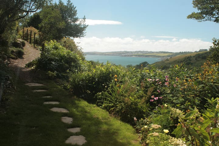 Pendower Cottage: idyllic setting with sea views - Veryan - House