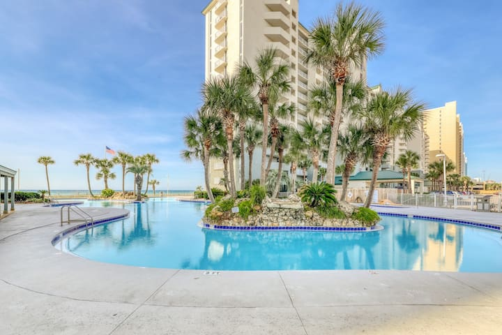 Snowbird-friendly & Gulf front condo w/shared pool, hot tub & easy beach access