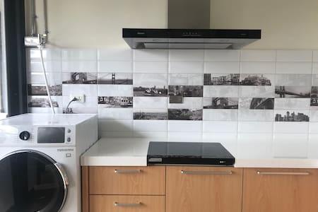 Monthly rent double suite cozy Apt near MRT R9(G)