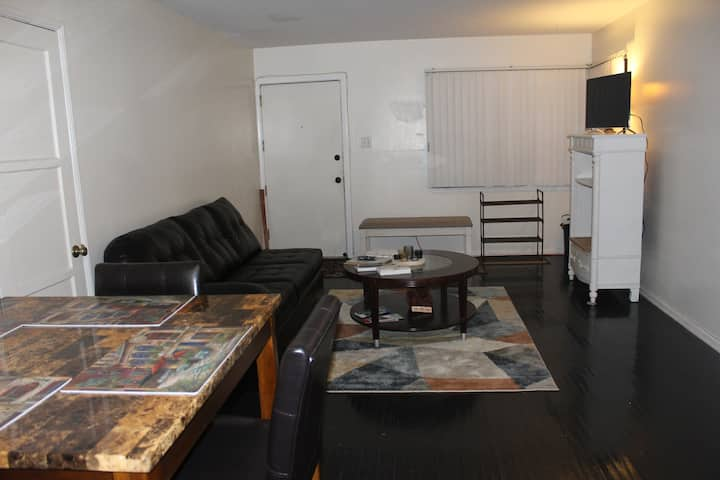 Cozy LAX Apartment