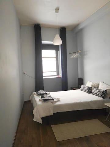 mini studio in porto maisons louer porto porto portugal. Black Bedroom Furniture Sets. Home Design Ideas