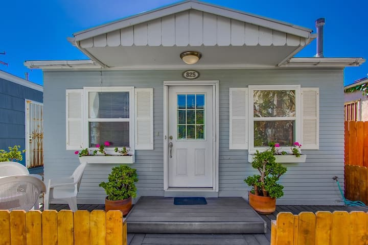 *SINGLE FAMILY HOME* Sunny Beach Cottage- Walk to ALL- Better Buzz Coffee!