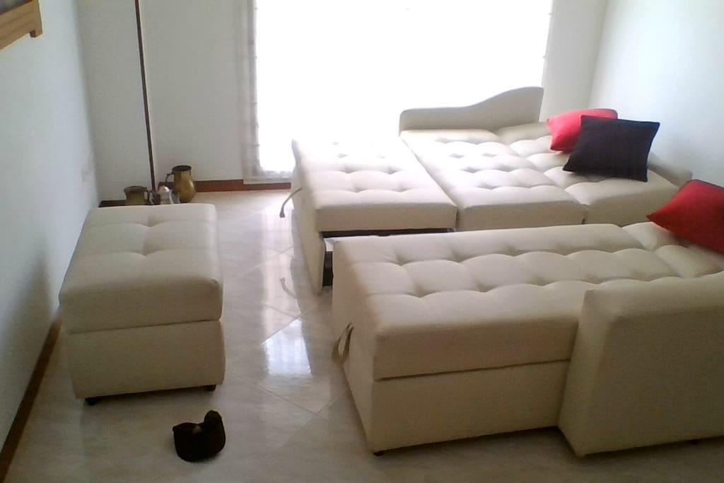 sofá doble y cama sencilla