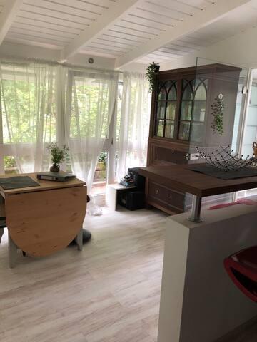 liebevoll eingerichtete, ruhige Wohnung im Grünen
