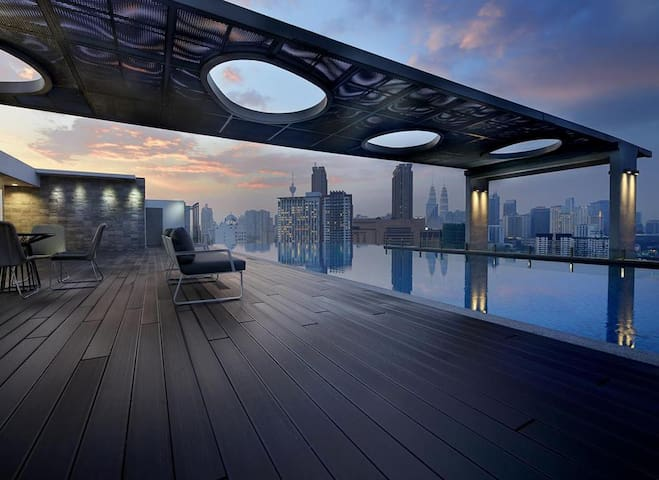 【2pax】KLCC view rooftop pool within Bukit Bintang
