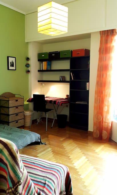 Double bed, single futon