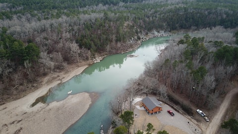 NEW OUACHITA RIVER CABIN DIRECTLY ON THE WATER!!!!