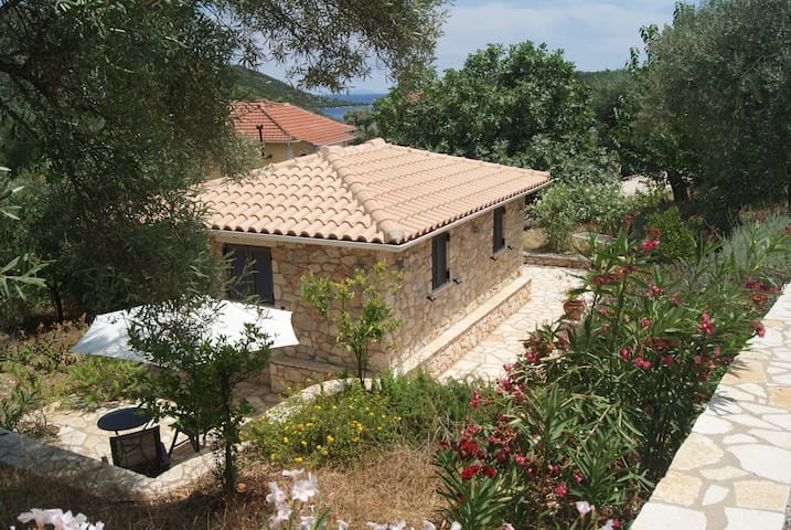 Lefkada, 2-persons house, cottage Agkalia, Sivota.
