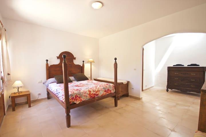 Habitación doble exterior privada en Casa Rural !
