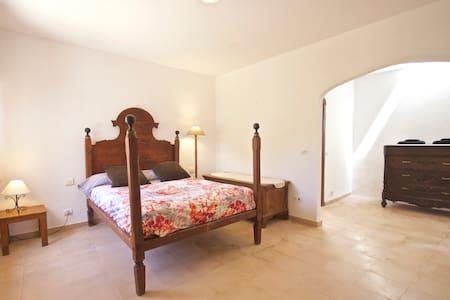 Habitacion Privada en casa de campo Menorquina!