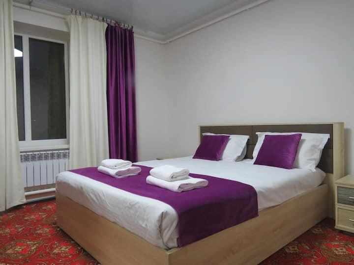 Номер с двуспальной кроватью и всей мебелью