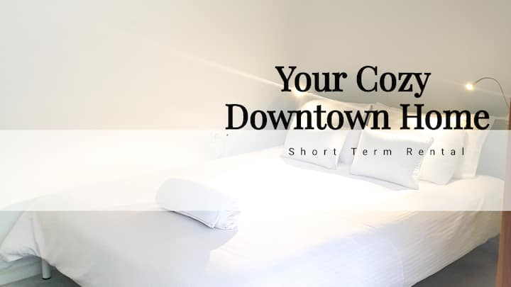 Your cozy downtown home (Free parking)