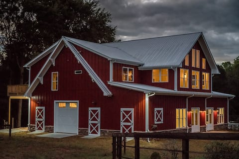 Barndominium for 6 - upscale farm, animal friendly