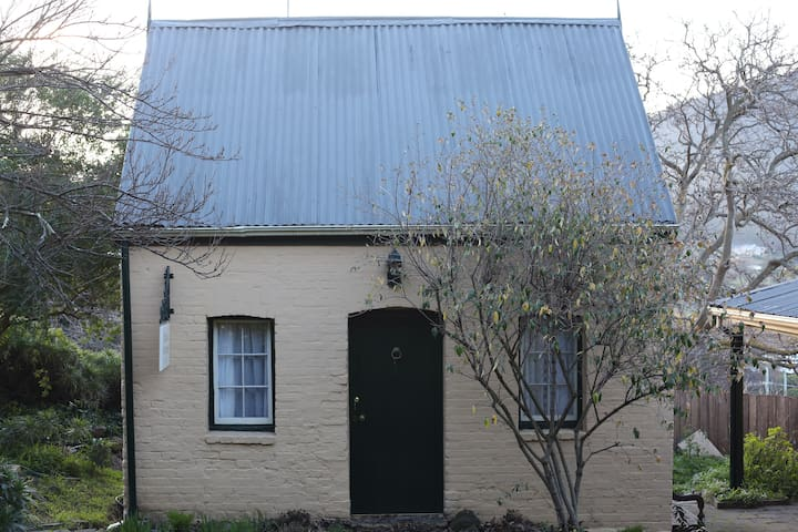 Quaint Cottage (20 mins to MONA; 30 mins to CBD) - New Norfolk - Bed & Breakfast