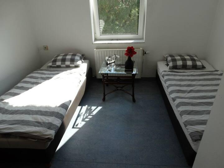 Chambre à  deux lits dans une villa
