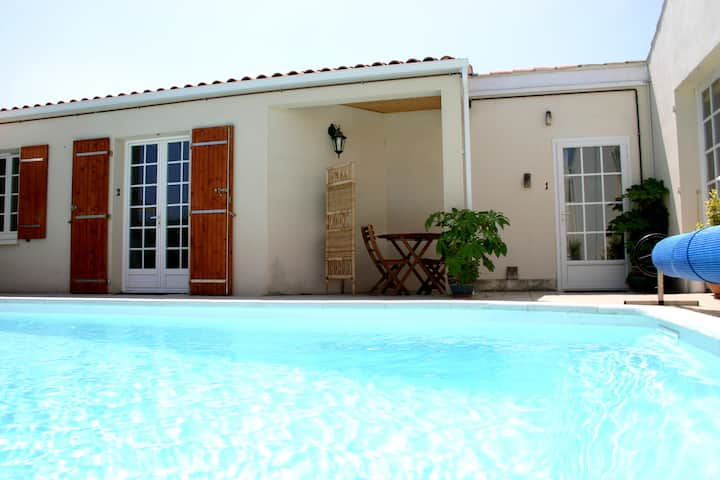 A1 Lovely Studio, Residence nr town with pool,wifi