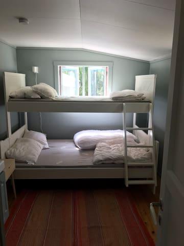 Tre sengeplasser i soverom