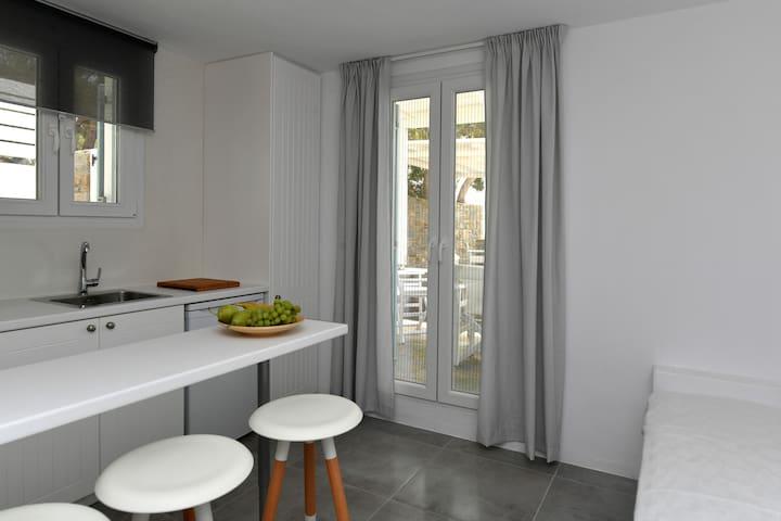 Efi studios, one bedroom apartment (2-3 people)