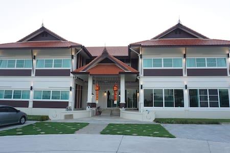 De Phunchai Hometel Lamphun - Umong