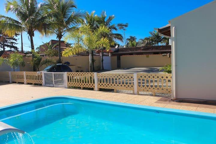 Casa em cond. p/15 pessoas a 250 mtrs da Praia