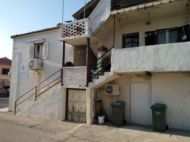 Vintage family house in center of Razanac