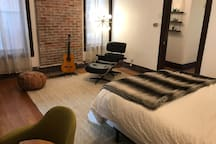 Spacious Apartment next to Botanical Gardens & TG!