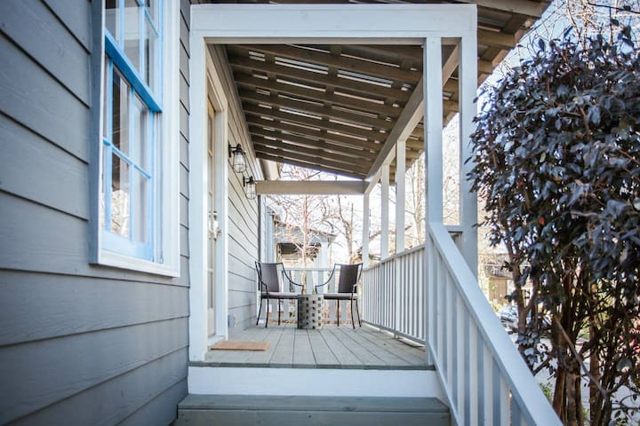 Beautifully Renovated Downtown Bungalow