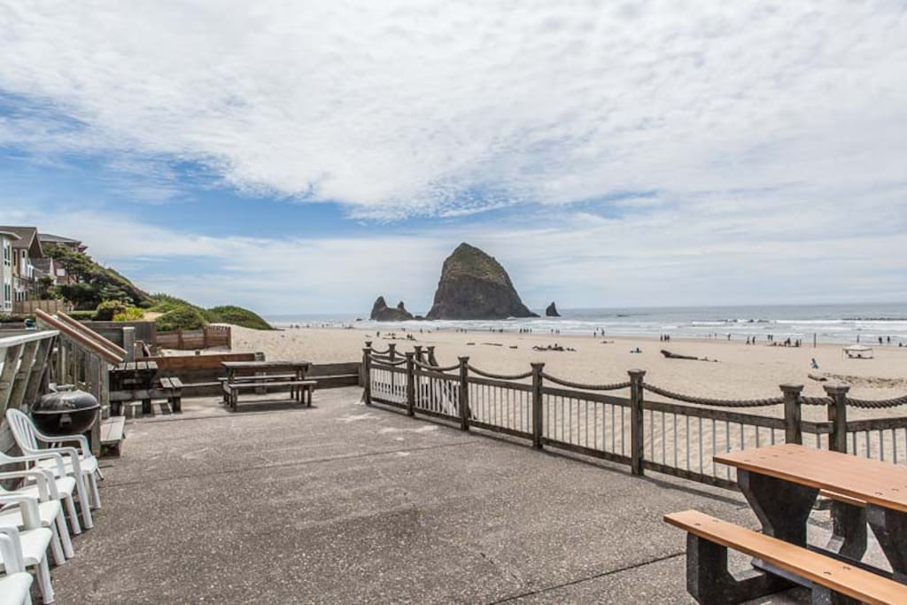 Lighthouse 301 houses for rent in cannon beach oregon for Beach house rentals cannon beach