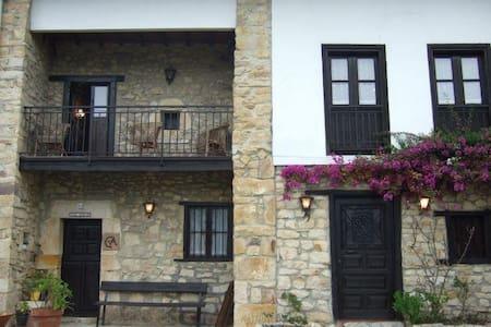 Casa Güelin Tresgrandas - Tresgrandas - Hus