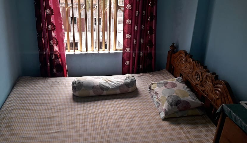 Small room  in  Moghbazar