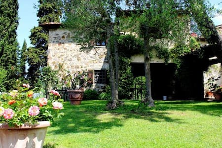 Stone built farmhouse with private garden & pool - Greve in Chianti