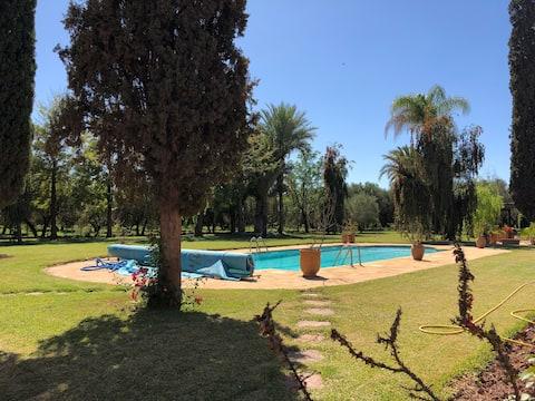 Fredens havn i Marrakech - Pool & Tennisbane