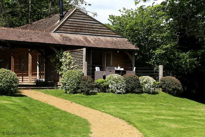 Castlemans Stables East Sleeps 4, An idyllic stable conversion, full of rustic charm; perfect for a family visit to relax within the pretty Sussex countryside.