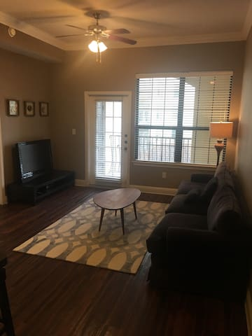 Entire Luxury Apt In The Heart of Hip Uptown