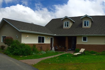 Close to Edmonton 5 beds on 7 acres - Millet