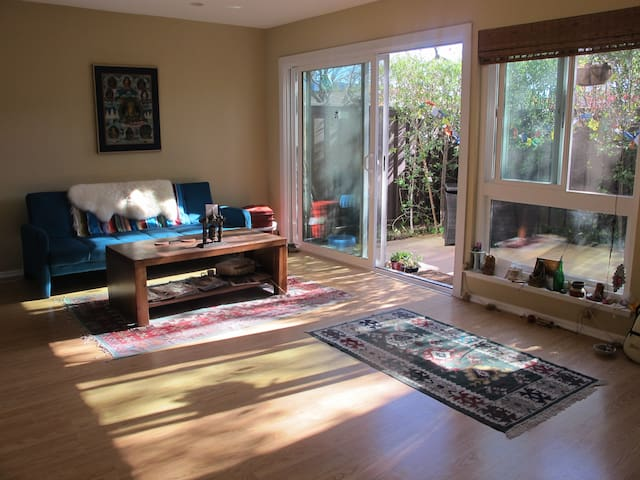 Bright Sunny Spacious Townhouse - Agoura Hills - Apartment