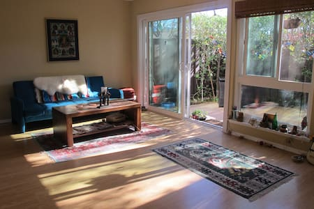 Bright Sunny Spacious Townhouse - 亚哥拉山(Agoura Hills)