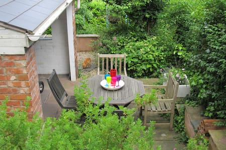 Lovely garden flat - comfortable 4 bed - Teignmouth
