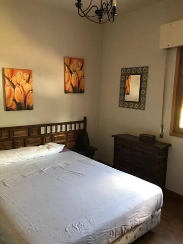 Habitación con cama de 1,5x190