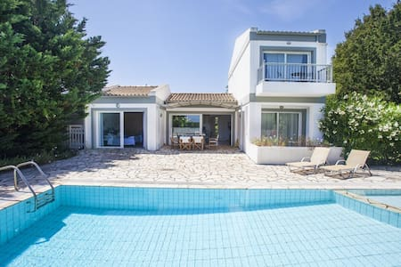 Lovely villa in Kassiopi(180 meters from the sea). - Kassiopi