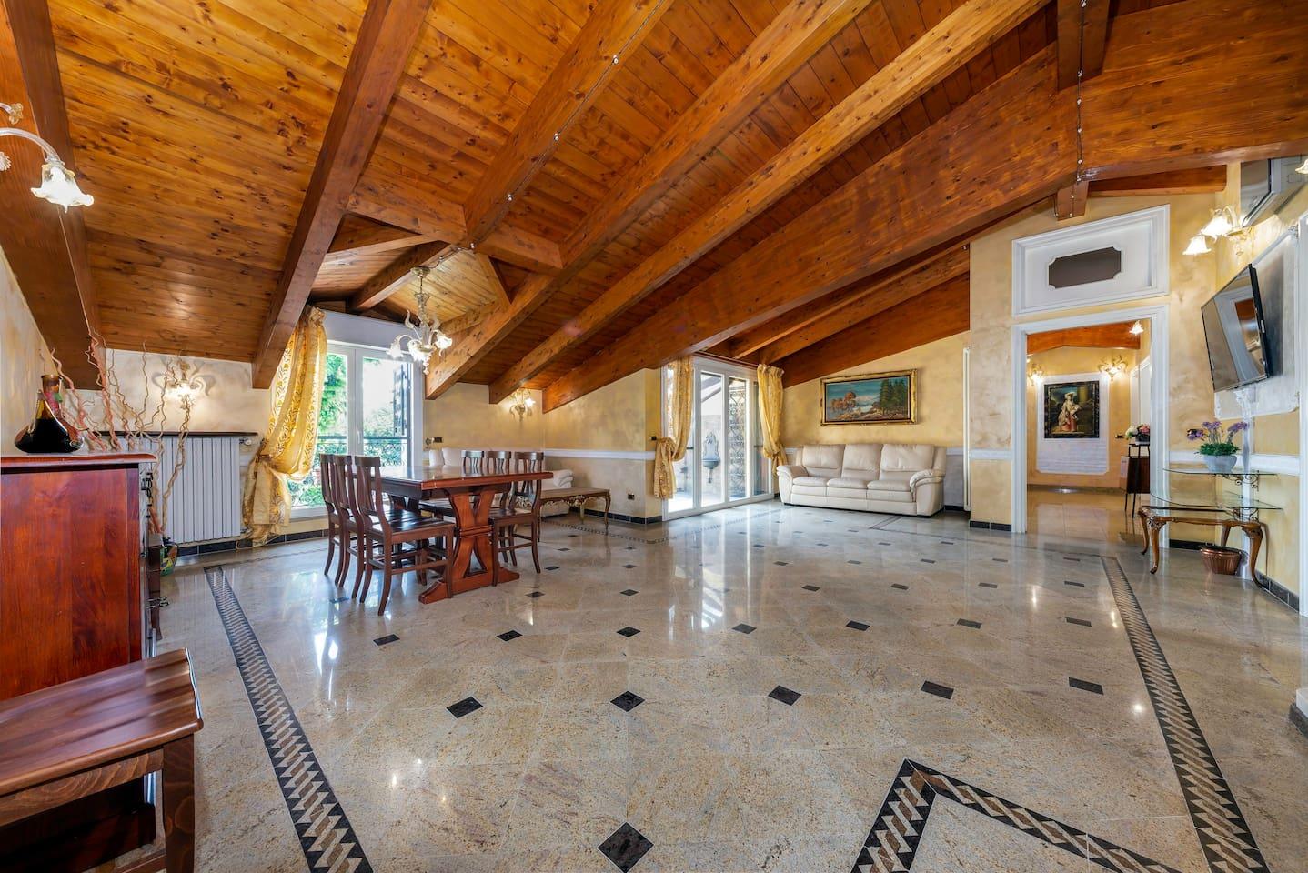 The living room. Il soggiorno.