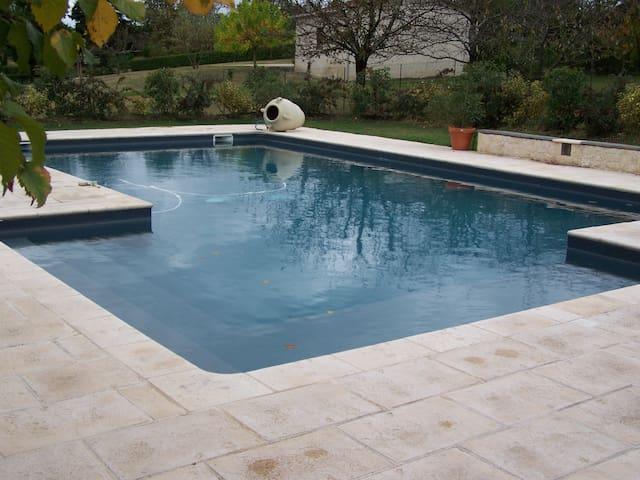 Maison de campagne tout confort avec piscine,calme
