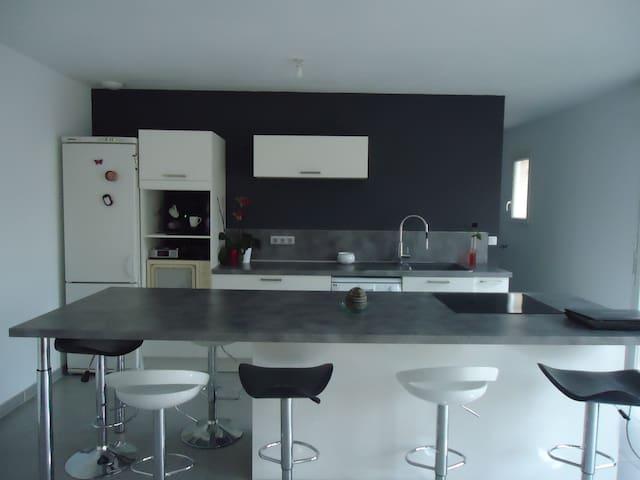 chambre dans maison familiale - Vergèze - Rumah
