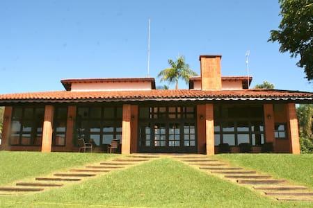 House with Club Structure in Holambra/Jaguariúna - Jaguariúna - Kabin