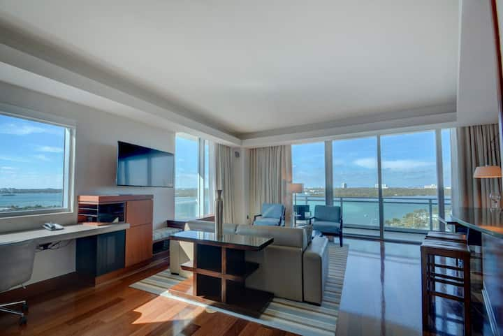 1B Oceanfront, Private Residence @ 5* Luxury Hotel