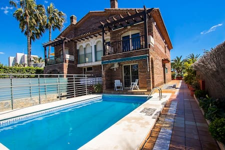Alluring villa in Cambrils with sea views, just steps away from the beaches of Costa Dorada! - Costa Dorada - Villa